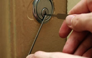 Door locks Woodley